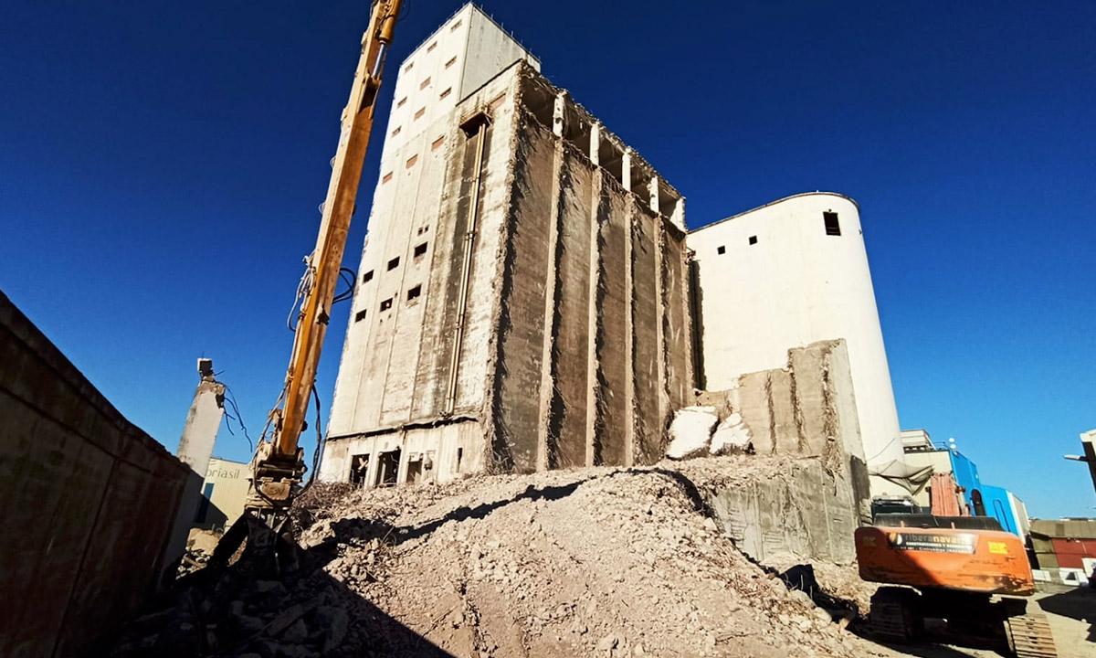 Grupo Tirso, cementos alfa, puerto de santander, zona franca, demolición, silos, maquinaria de demolición,  hierros y metales tirso