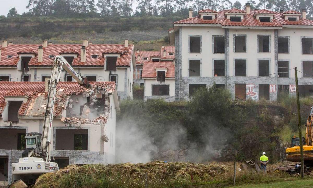 TIrso, demolición del cuco, piélagos, cantabria